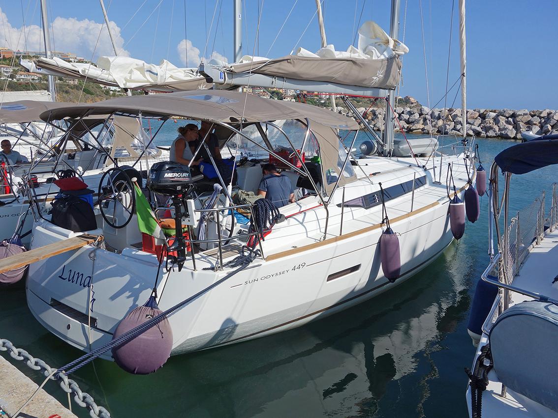Das ist unser Schiff, die LUNA, eine Jeanneau 449
