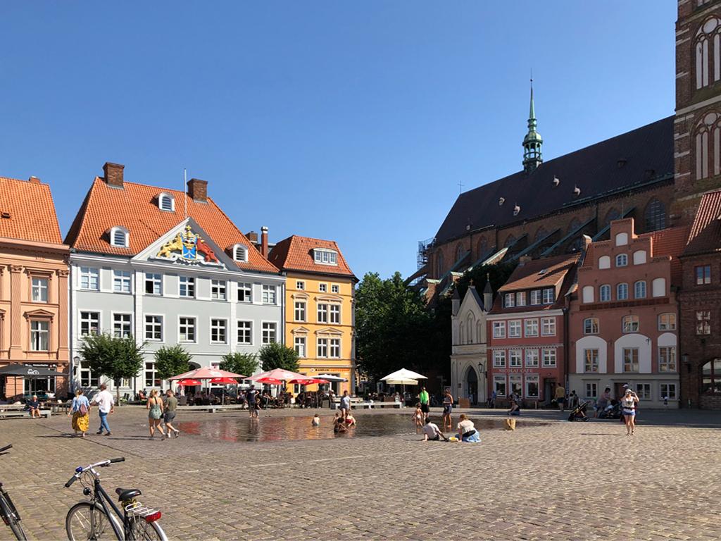Der große Marktplatz von Stralsund.
