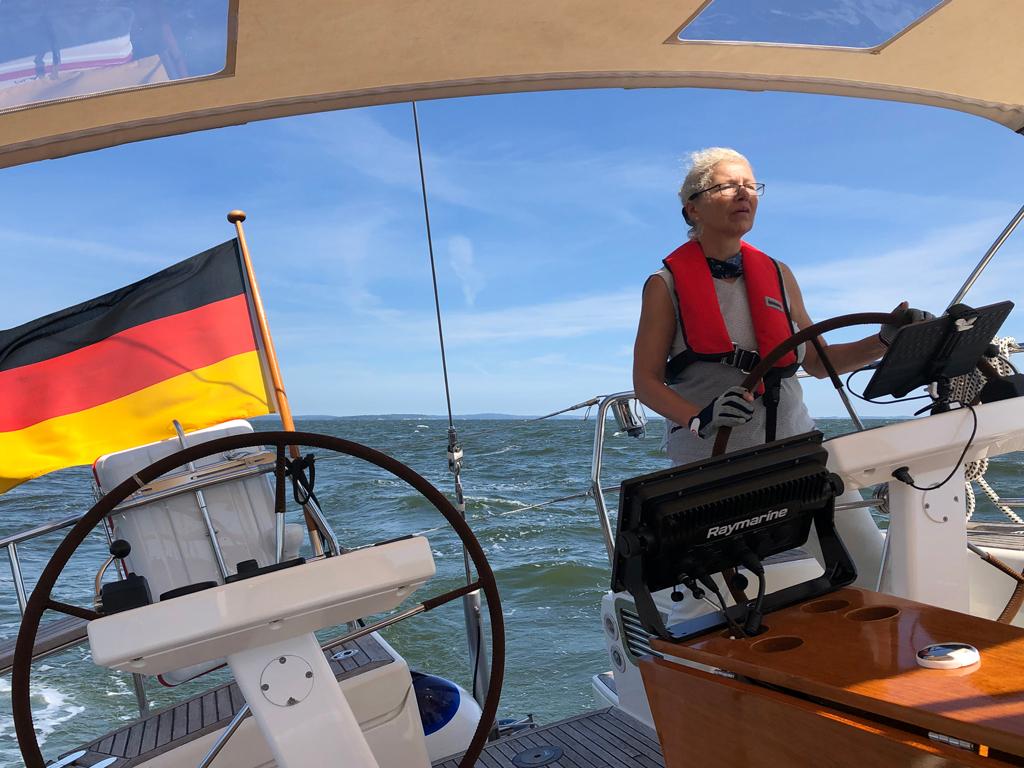 Hier sind wir auf der Fahrt durch den Greifswalder Bodden.