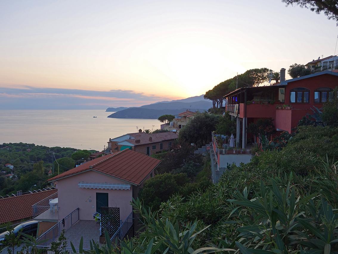 Ausflug am Abend nach Capolivere, dem kleinen Dorf in den Bergen