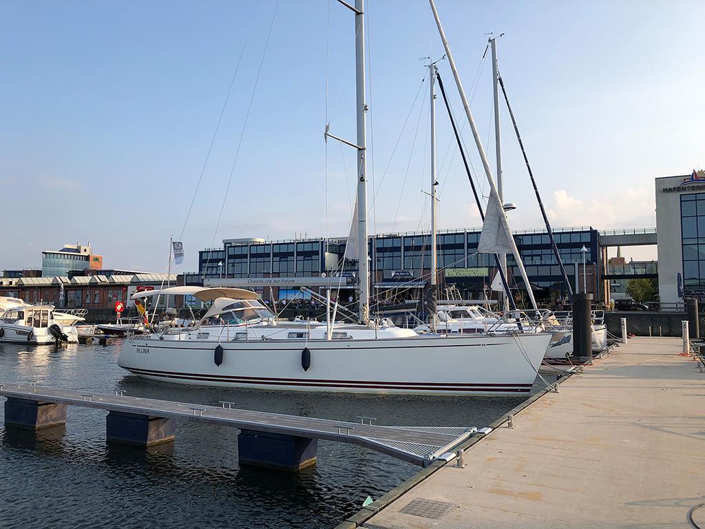 """Liegen im Innenhafen bei den """"Hafenterassen"""""""