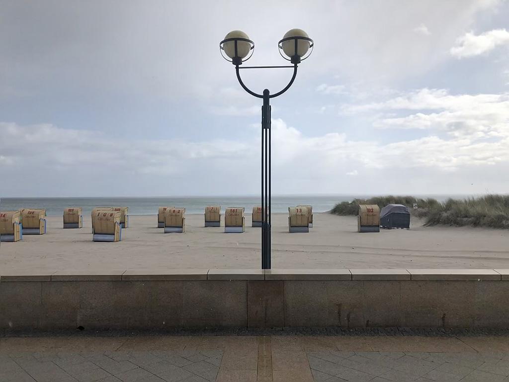 Spazieren entlang der Uferpromenade