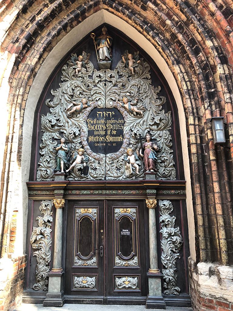 Westportal der Nikolaikirche! Sehr sehenswert.