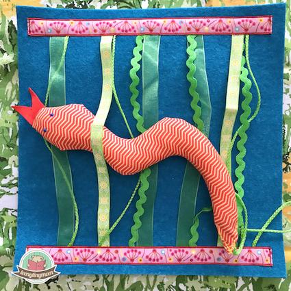 Mollige Schlange im Gras