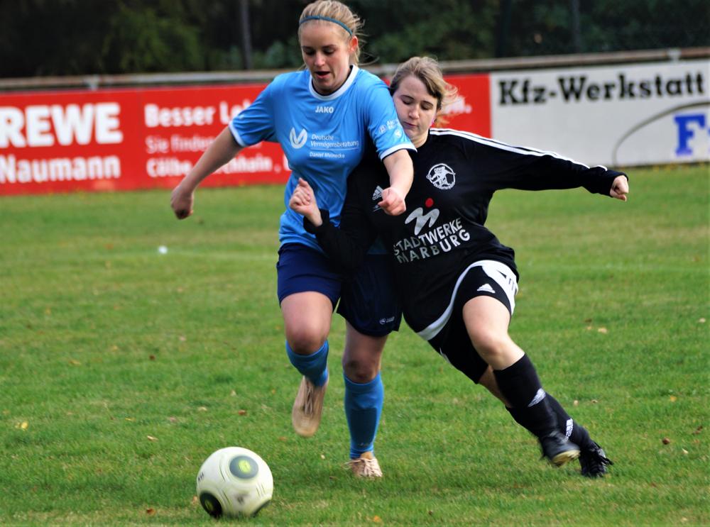 Auch der Einsatz von Romina Rothmeier (rechts) konnte die Niederlage der FSG Ebsdorfergrund beim SV Langenstein nicht verhindern