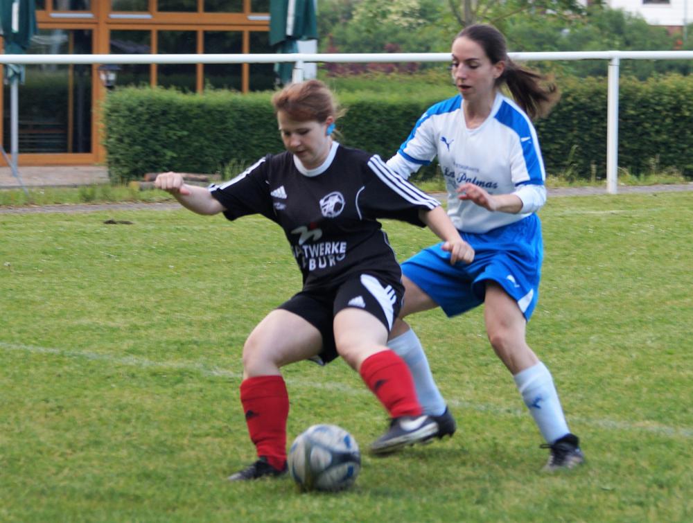 Romina Rothmeier (am Ball) erzielte den Anschlußtreffer zum 2:3 gegen den SV Hermannstein
