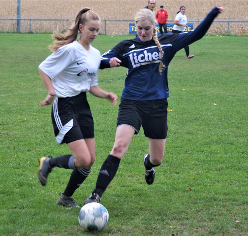 Lisa Debelius (links) leistete die Vorarbeit zum einzigen Treffer der FSG gegen Fleisbach