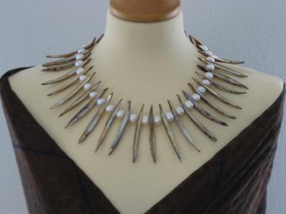 """Collier """"Summer"""" aus weißen Perlen und 7 cm langen Muschelstäben"""