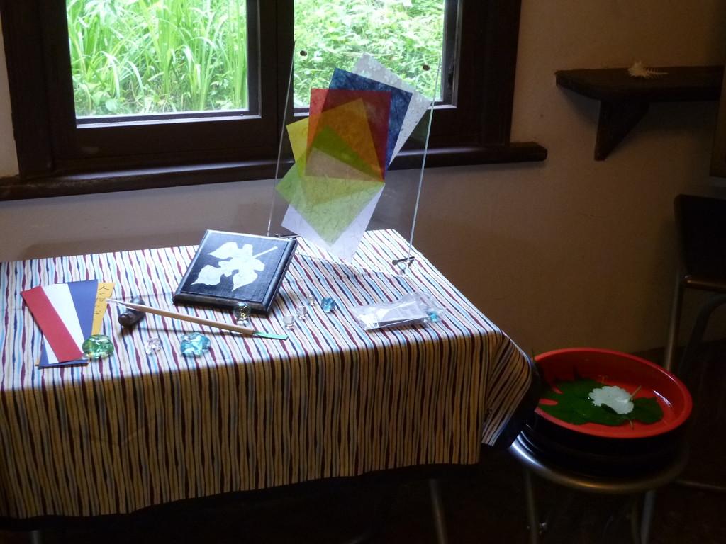 七夕のしつらい 1 梶の葉プレートと五色の短冊
