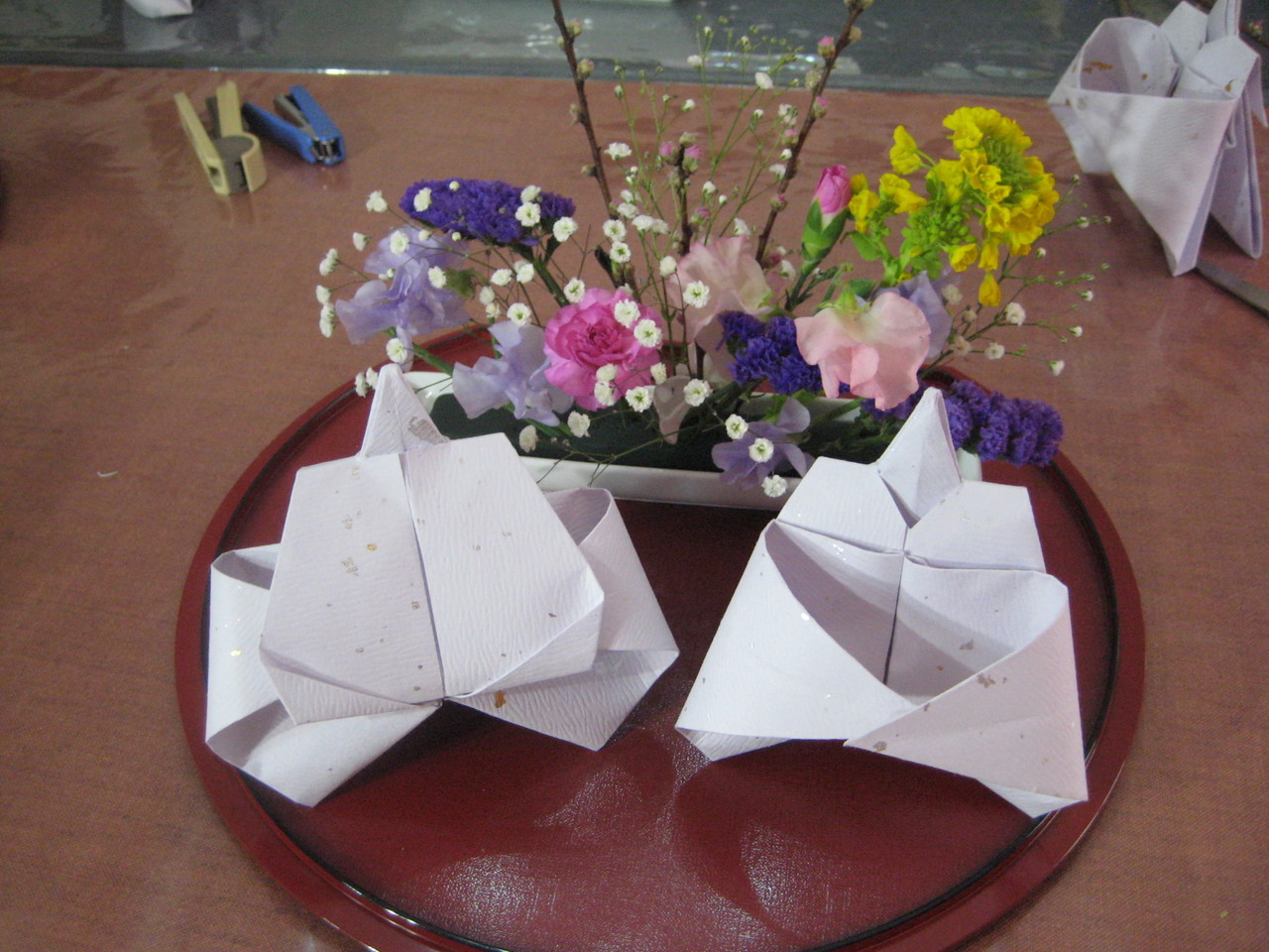 折り雛と春の花のみにしつらいの完成です!