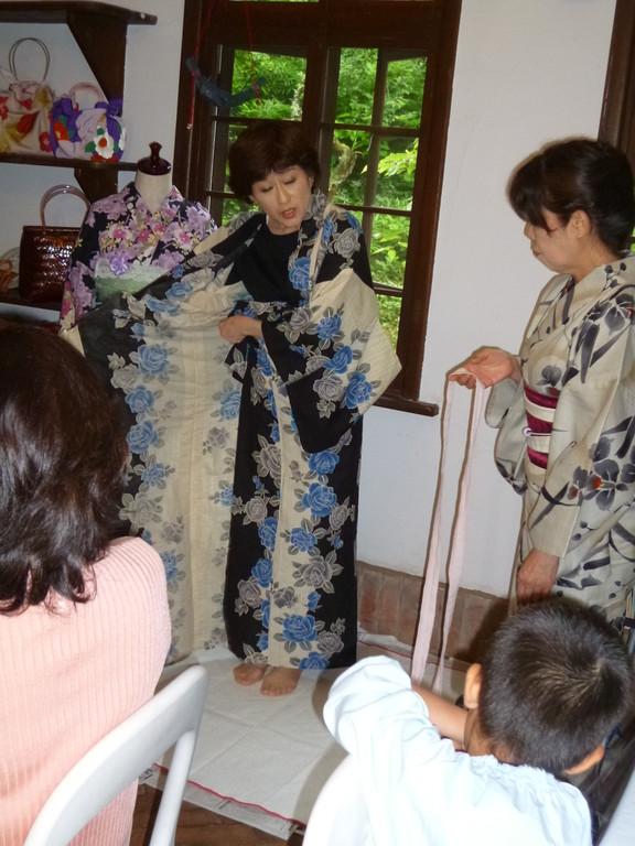 浴衣の着付 デモンストレーション3 鷲田智恵