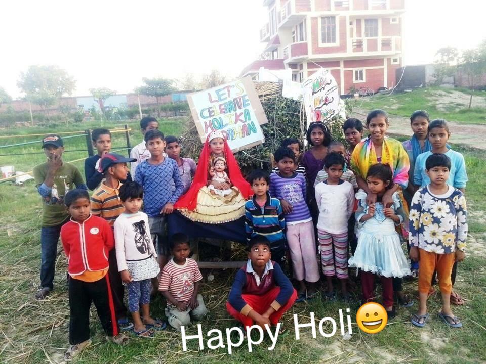 Happy Holi aus unserem Kutumbvillage!!