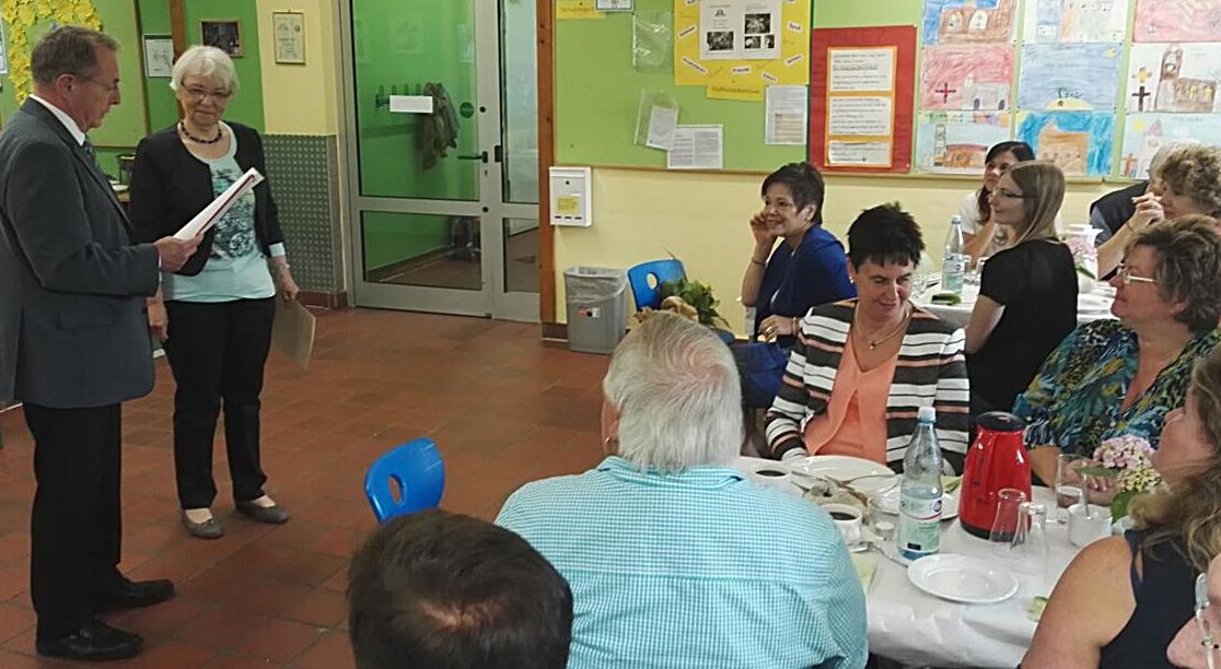 Lehrerin Ursula Hüls wird nach dem 40jährigen Dienstjubiläum ebenfalls in den Ruhestand versetzt