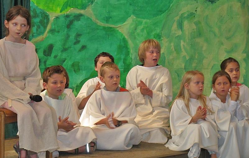 Franziskus findet schnell Gleichgesinnte, die so wie er arm in Gottes wunderbarer Schöpfung lebven wollen