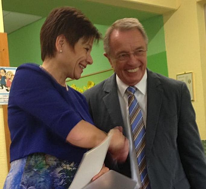 Schulamtsdirektorin Maria Reusch mit Schulleiter Bruno Lück