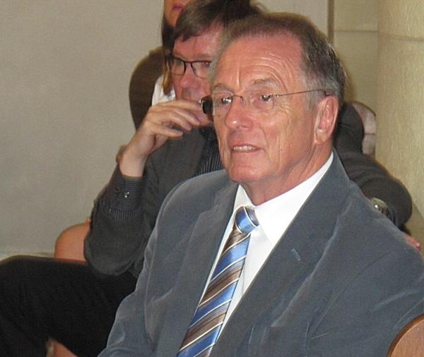 Pfarrer Winfried Langendonk und Schulleiter Lück