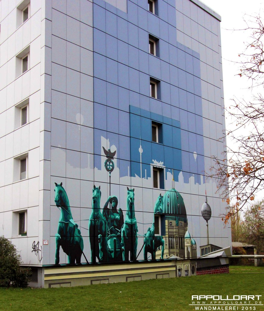 Wand Verschönerung durch Skyline Berlin mit Airbrush und Graffiti