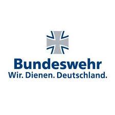 DDR Mauer neu gestaltet mit Wendemotiven. Sanierung und Wiederherstellung der Wandbilder in Kasserne Strausberg