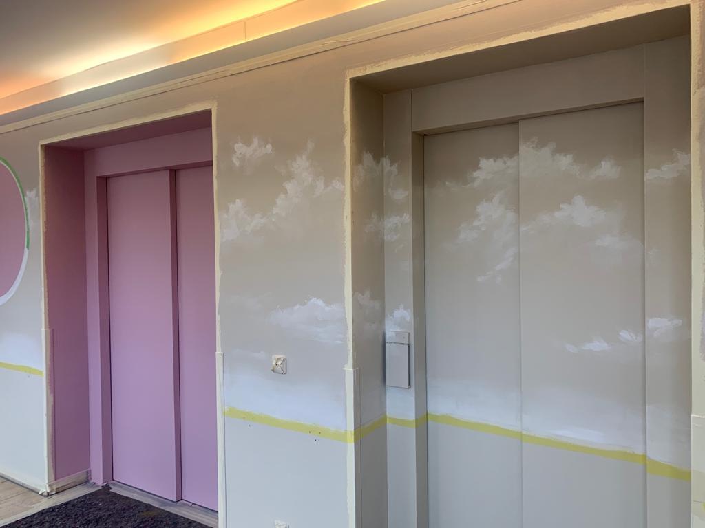 Wandgestaltung Innenraum Krankenhaus Pflegeheim