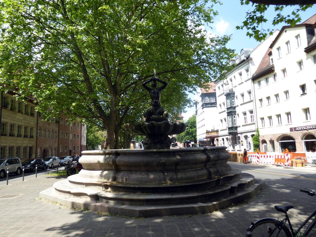 "Brunnen ""Triton"" am Maxplatz"