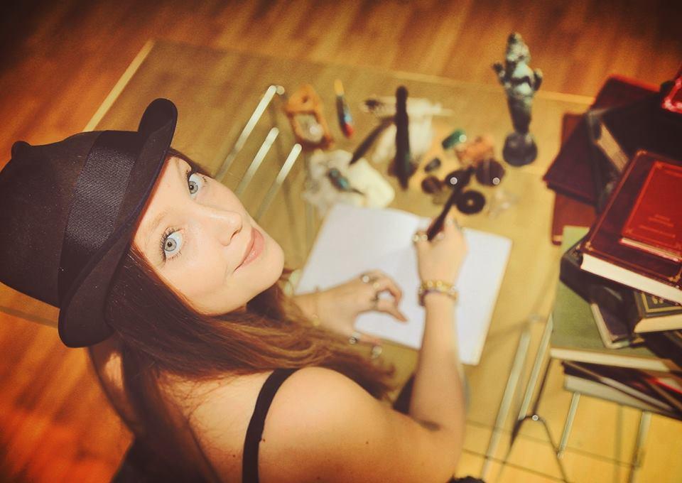 Sie tourt durch Deutschland und Los Angeles, ist ihren Wurzeln aber treu geblieben - Die Nordhorner Sängerin Merlin Waves stellt sich vor.