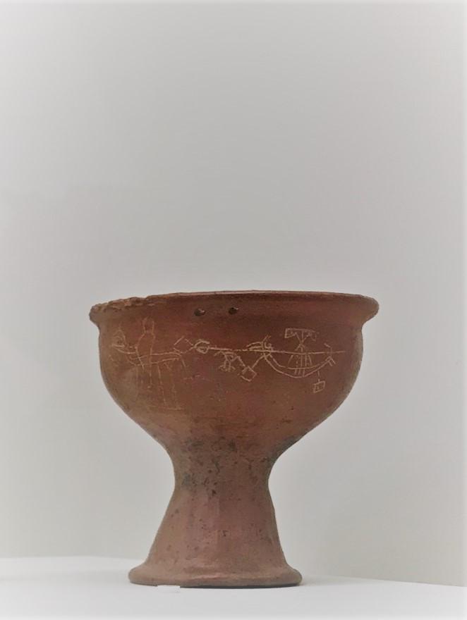 """#EtruschiBologna """"Viaggio nelle terre dei Rasna""""- Coppa su piede, Cerveteri (Roma).                                                                                         La scena rappresentata potrebbe alludere al naufragio di Ulisse."""