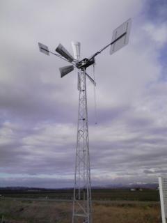 寒々とした鉄の風車