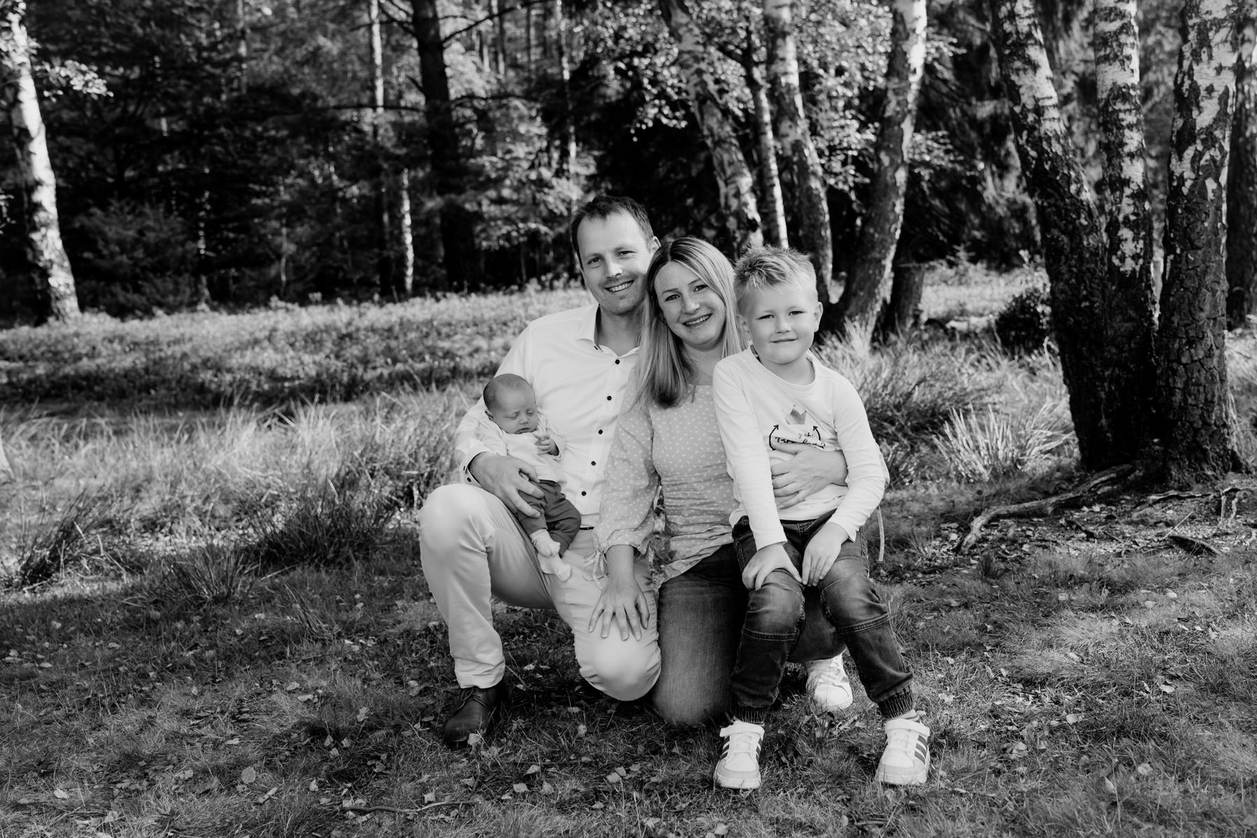 Familienshooting Handeloh, Babyshooting Tostedt, Familienfotograf Schneverdingen, Familie Fotoshooting Sittensen, Familienbilder Tostedt, Kinderfotos Lauenbrück