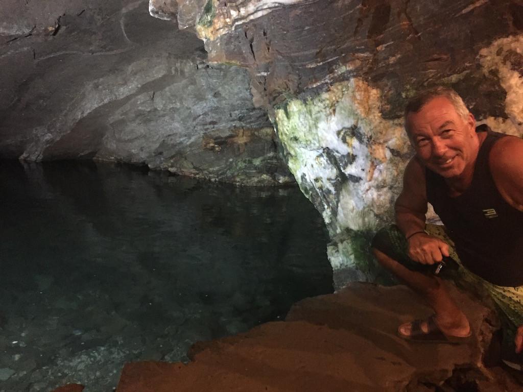 Blick in den natürlichen unterirdischen See