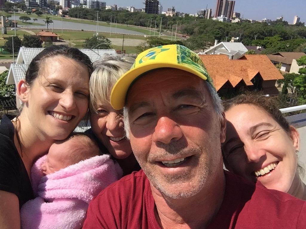 auf der Terrasse bei Thiago und Ana, zusammen mit Helena, dem Neugeborenen