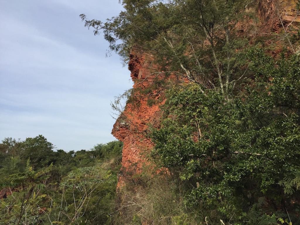 Cerro Koi mit seinen hexogonalen Ausformungen aus Sandstein