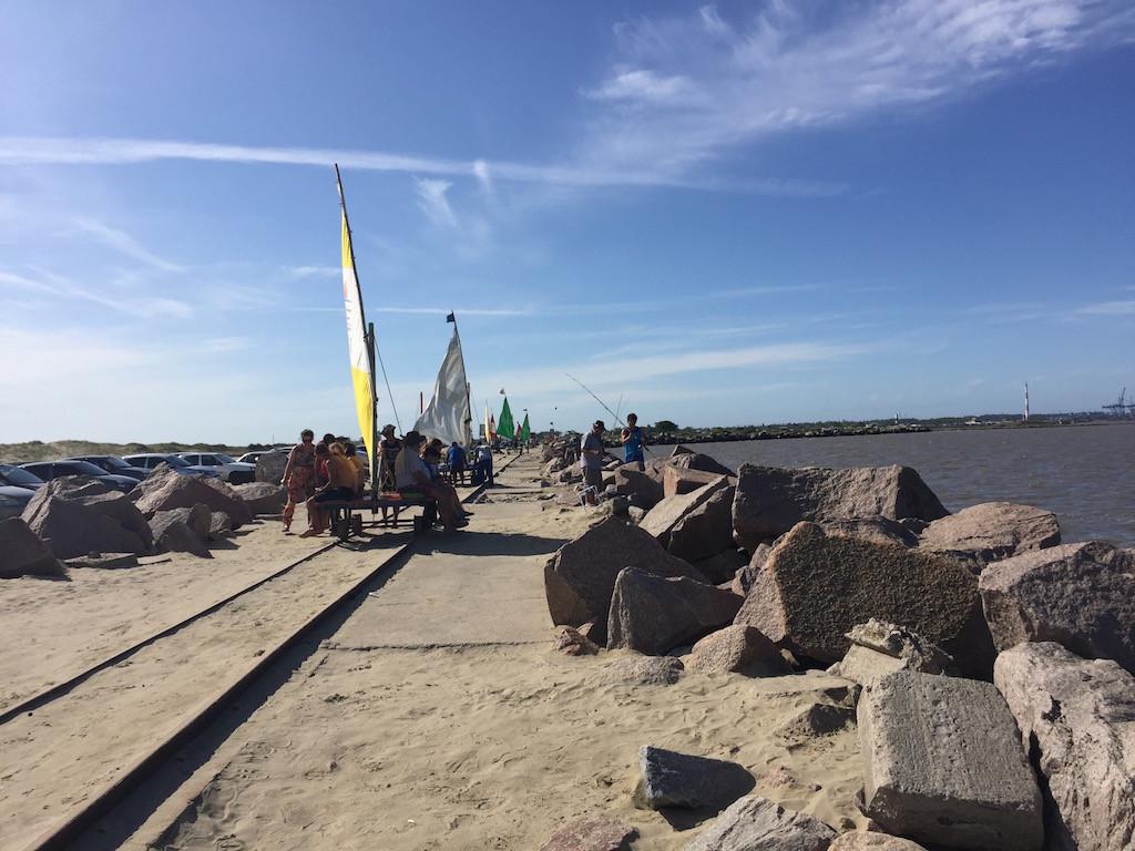 in Casino: es macht Spass, sich mit der Segeldraisine auf der Hafenmauer ziehen zu lassen