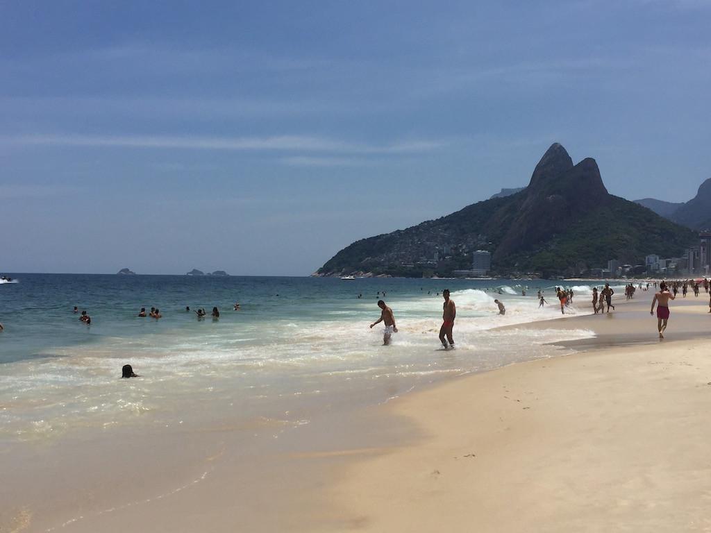 Ipanema, einer der schönen Strände in Rio - am Morgen noch ziemlich leer...