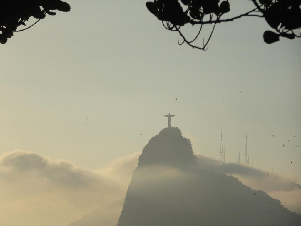 Cristo Redentor diesmal nicht im Nebel, aber im Dunst!