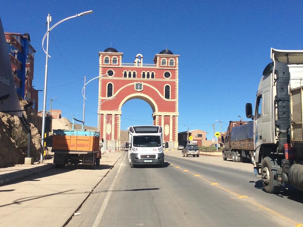 Stolz das Tor - doch die Stadt ist heute arm!