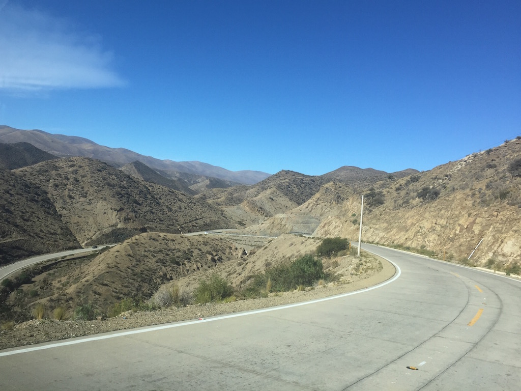 Auf der Fahrt in den Anden hinunter nach Tarija haben wir unglaubliche Ausblicke!