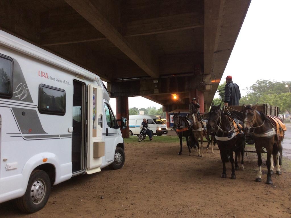 unter der Brücke nach Brasilien - vor allem bei Platzregen- ein super Treffpunkt