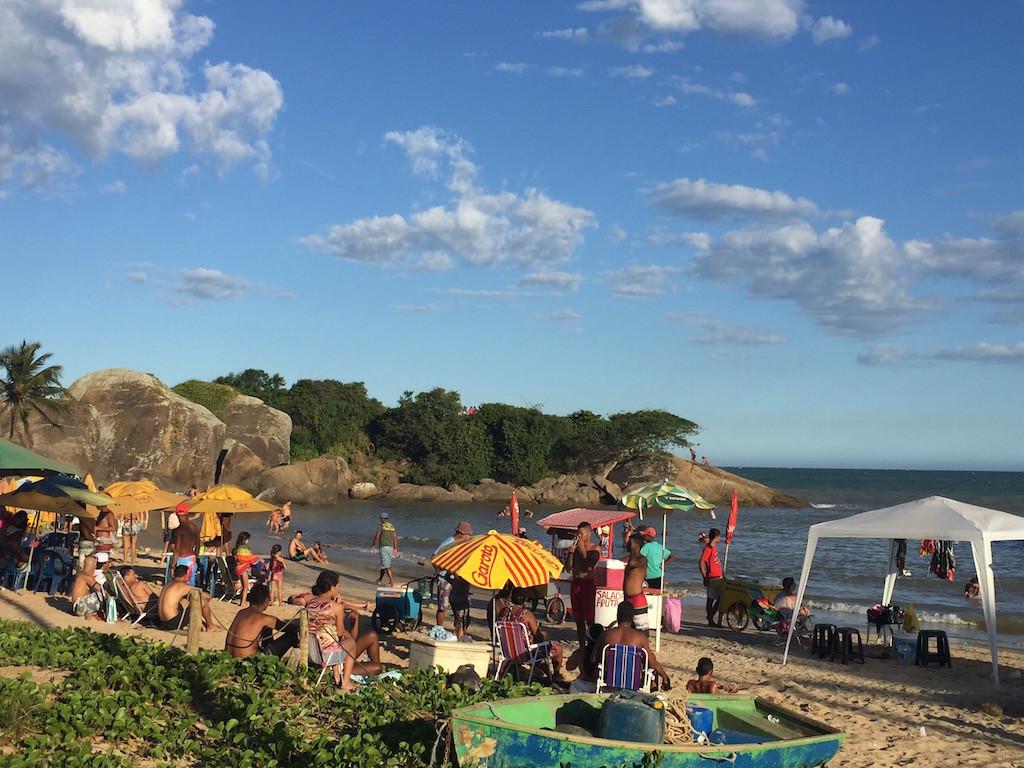 die Brasilieros bevölkern heute noch den Strand
