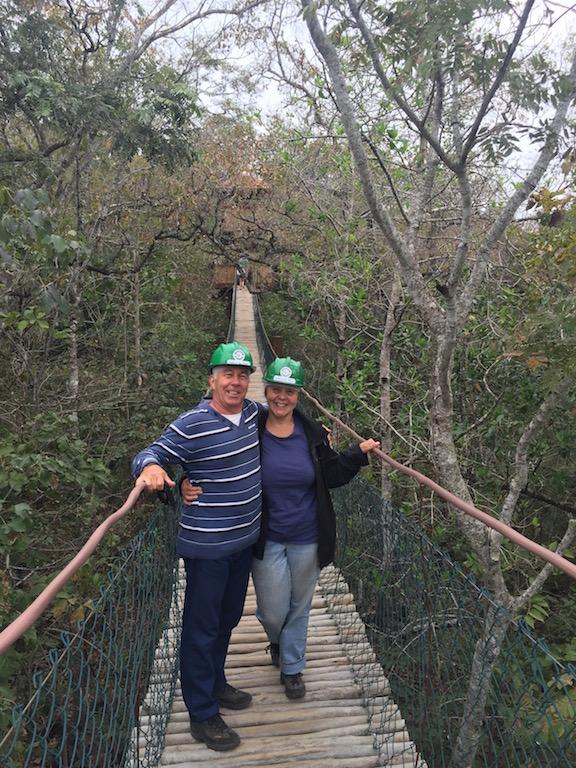Über die Hängebrücker zur Grotta San Miguel
