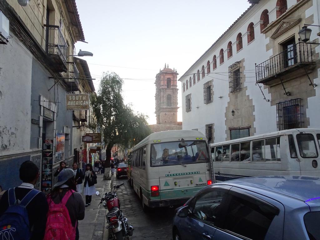 Doch in der Stadt ist es eng, verwinkelt und steil, ein schweres Durchkommen mit unserer LIRA!