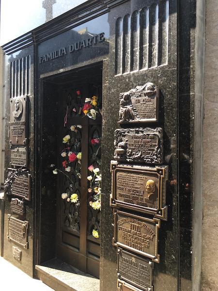 Cementerio, ein Magnetpunkt! - Grabstätte der Familie Duarte!