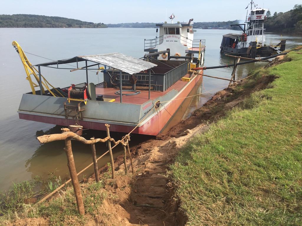 Wieder einmal am Paraná, doch an Land ist es uns sicherer....
