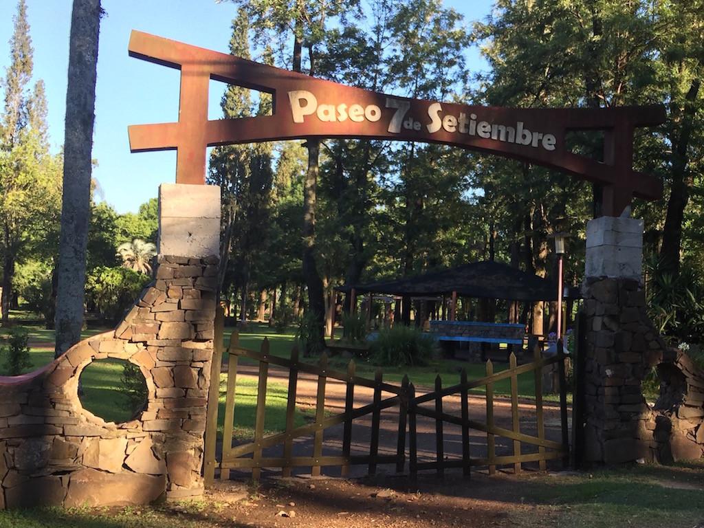 der öffentliche Parque 7 Setiembre ist für 2 Tage unser Zuhause