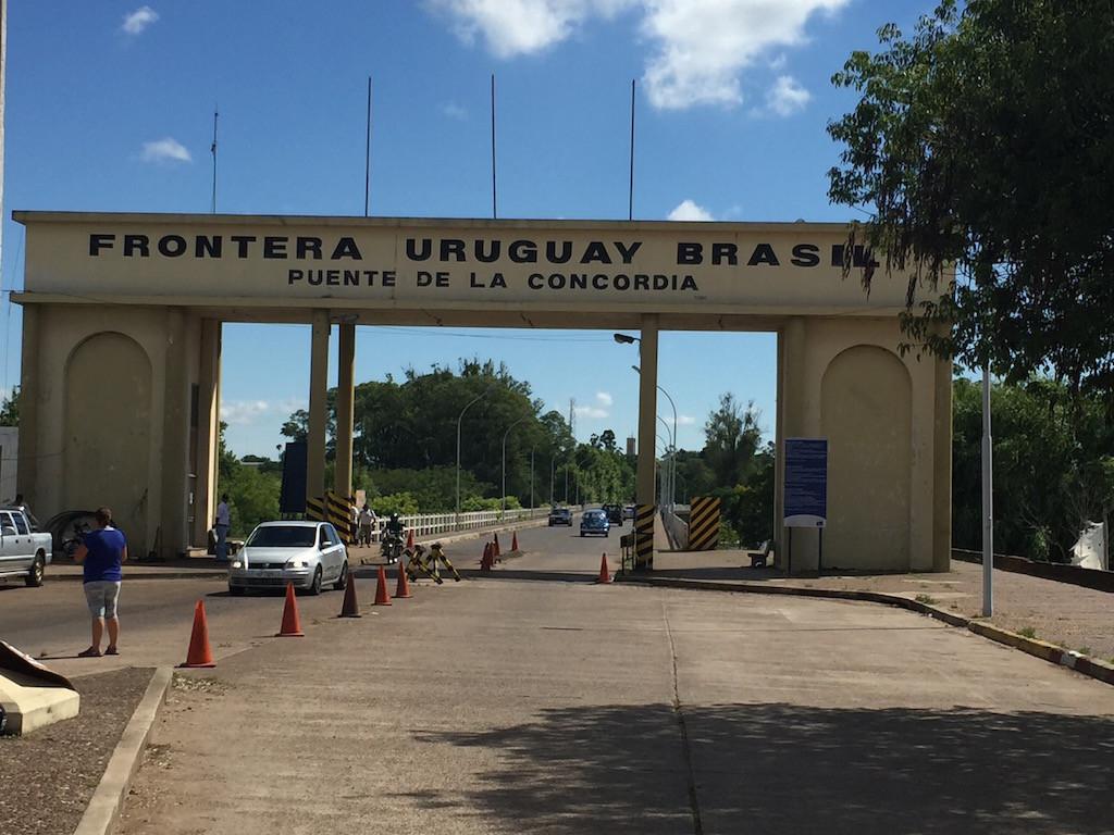 bevor der Grenzübertritt, Brücke Artigas UY - Quarai BR folgt