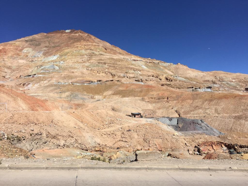 Der Cerro Rico, der Silberberg steht vor den Toren Potosí!