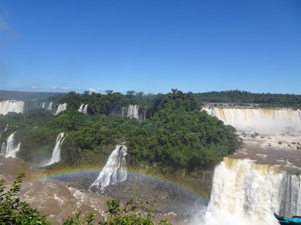 geniessen die Iguaçu-Fällen,