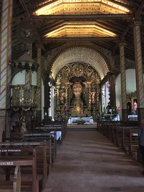 Tolle Holzstruktion (Lapacho) und Deckenmalerei aus Naturfarben