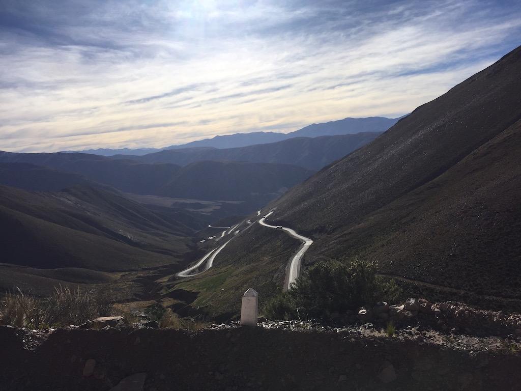 Serpentinen auf eine Höhe von 4'209m
