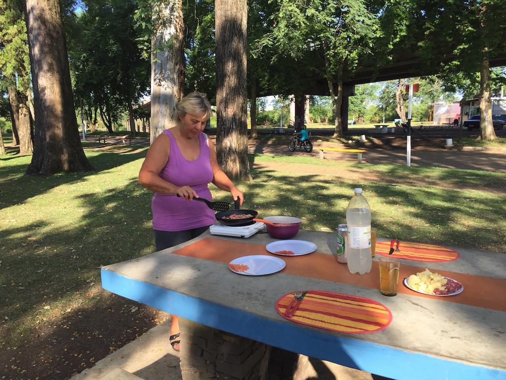 und im Park Omeletten gebacken