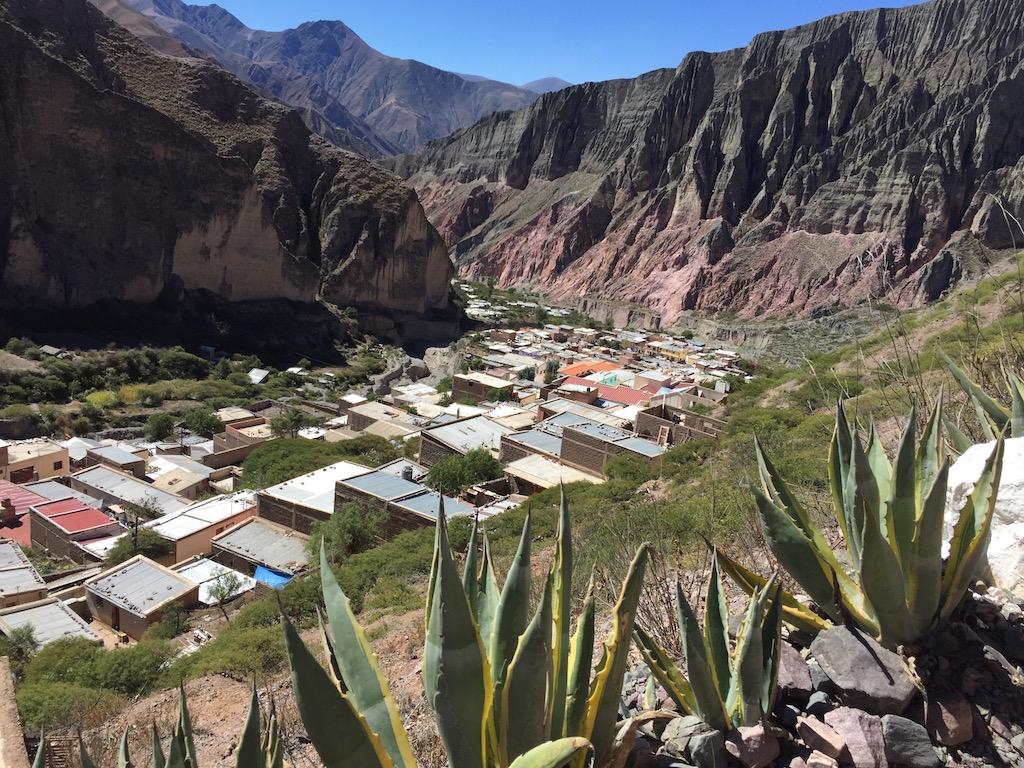 Schöner Blick auf das Dorf und ins Tal hinein